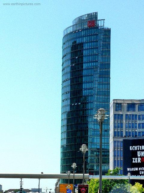 Budova DB na náměstí Postdamer Platz ( 480x640 )