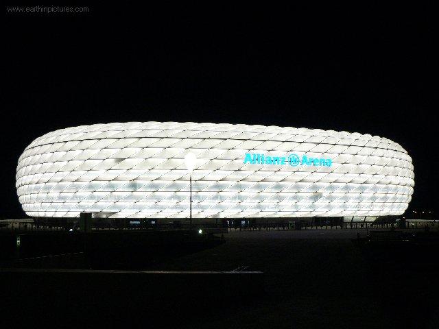 Allianz aréna v noci (bíla) ( 640x480 )