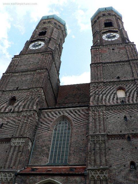 Frauenkirche (Kostel panny Marie) ( 480x640 )