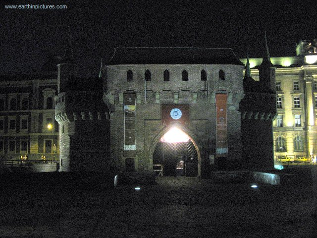 Barbakan in Krakau in der Nacht ( 640x480 )
