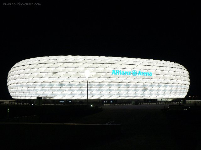 Allianz arena 's nachts (wit) ( 640x480 )