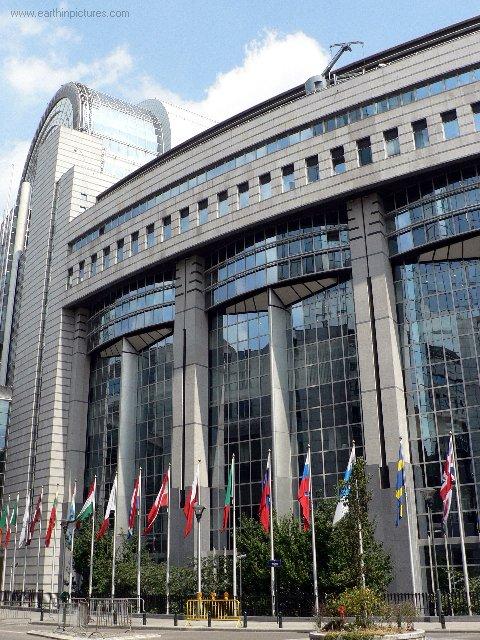 Budova Európskeho Parlamentu ( 480x640 )