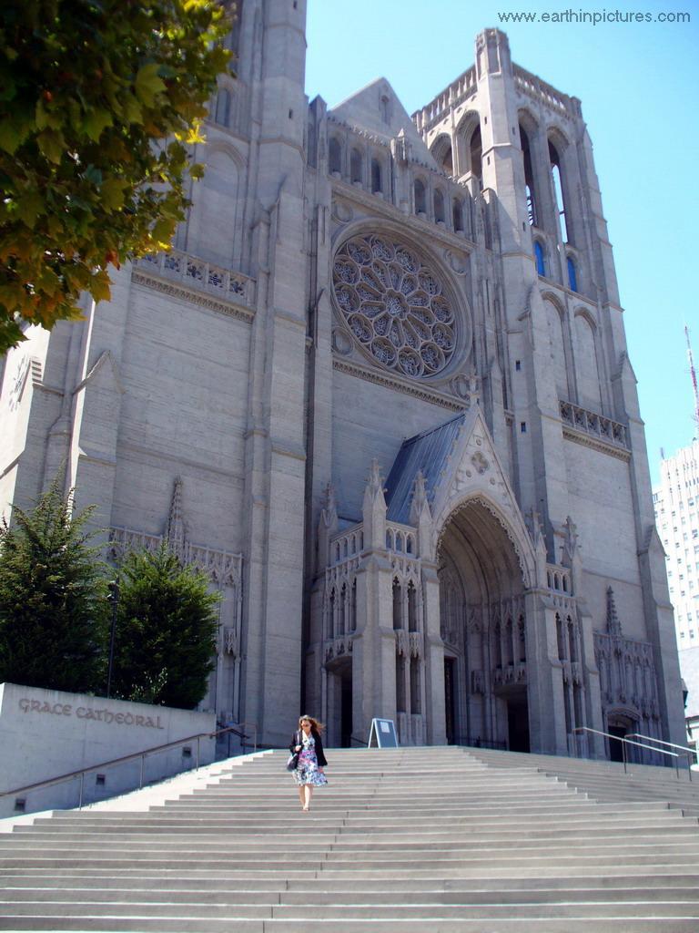 katedrála Grace Cathedral podobná bazilike Notre Dame
