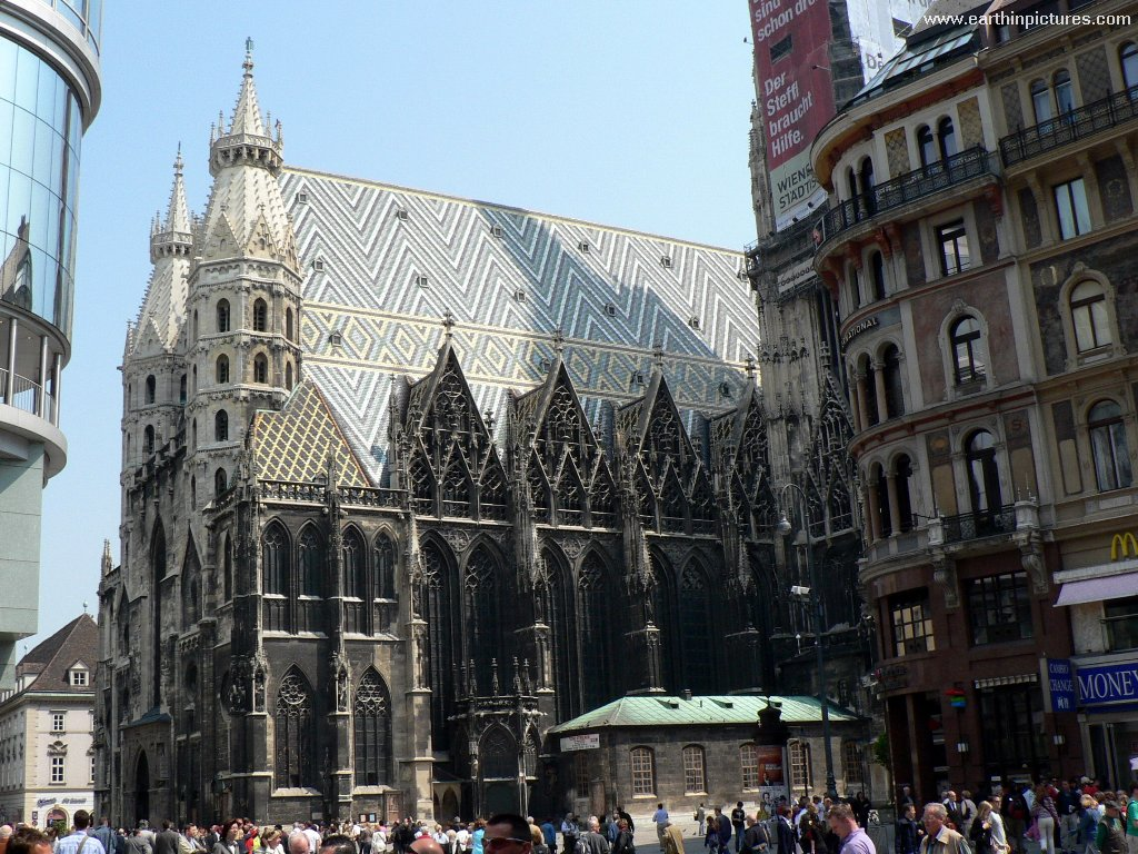 Stephansdom (Saint Stephen's Cathedral) - view from the southeast ( 1024x768 )