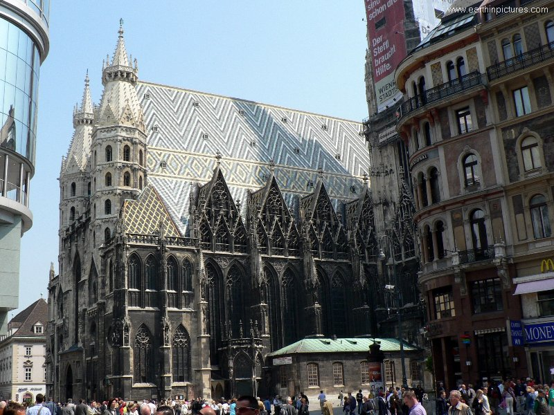 Stephansdom (Saint Stephen's Cathedral) - view from the southeast ( 800x600 )