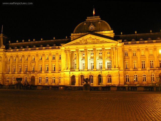 ������ ������ ���� royal_palace_at_night.jpg