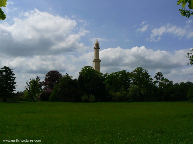 Minaret from afar ( 640x480 )