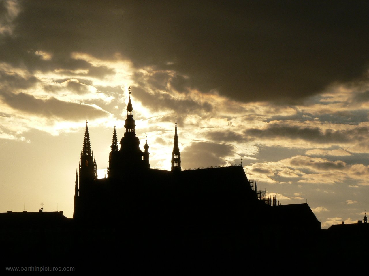 Prague Castle silhouette ( 1280x960 )