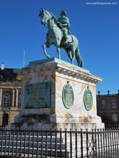 Statue of Frederick V at the Amalienborg Palace square ( 480x640 )