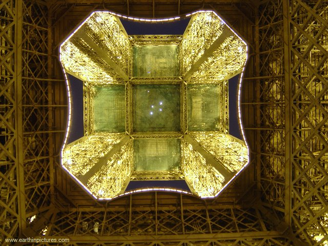 Eiffel Tower From The Bottom ( 640x480 )