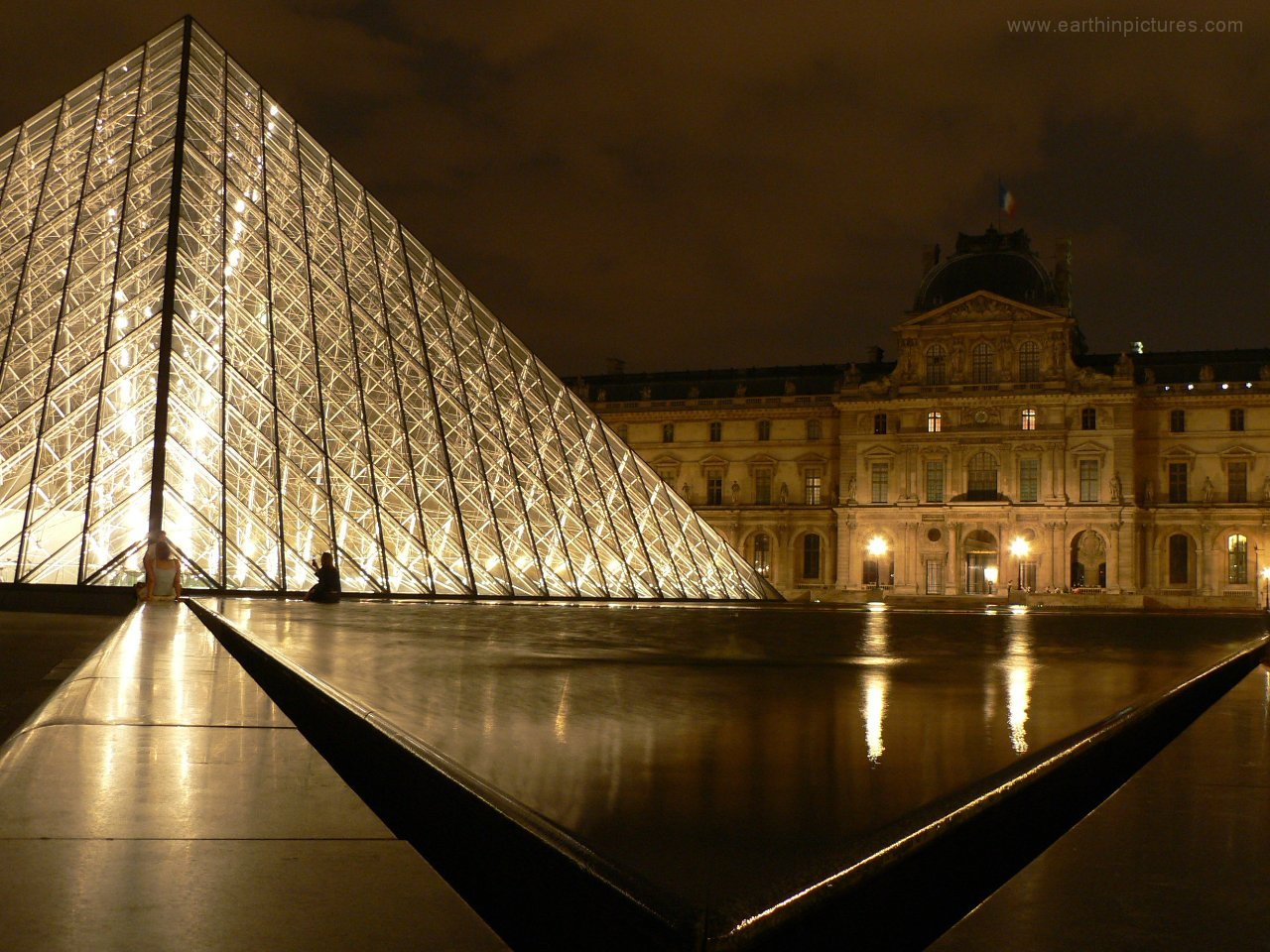 Louvre at night ( 1280x960 )