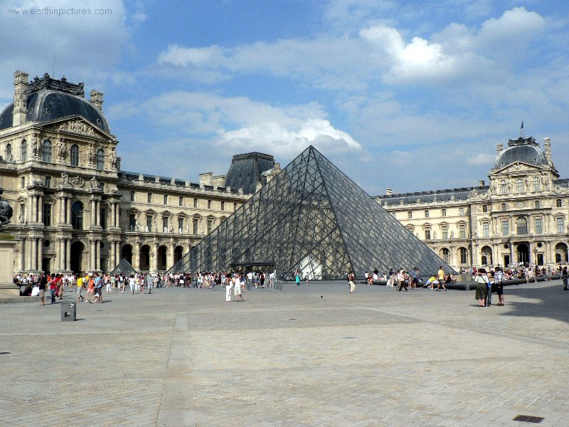 Louvre Museum ( 800x600 )