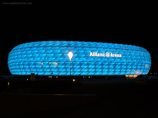 Allianz Arena at night (blue) ( 640x480 )