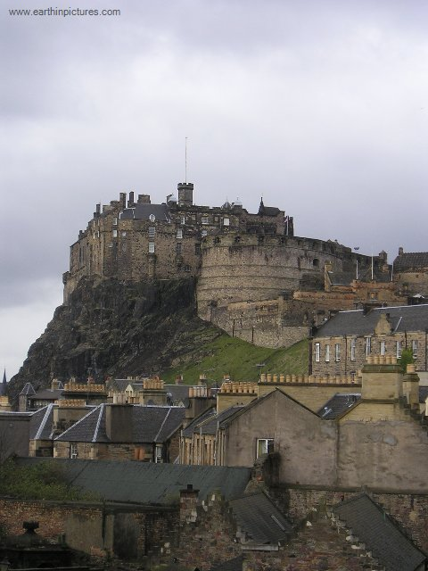 Edinburgh Castle, view from the Elephant House ( 480x640 )
