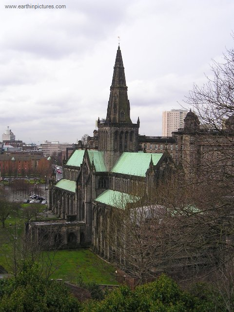 Glasgow Cathedral from the top of the Necropolis ( 480x640 )