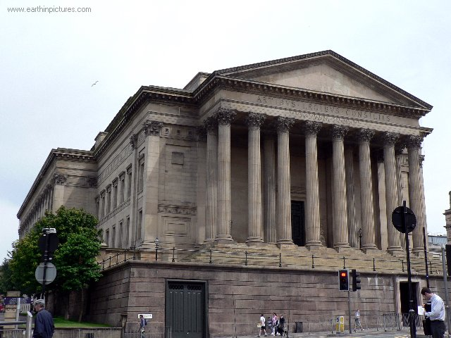 ................liverpool st_george's_hall,_view_from_the_side.jpg