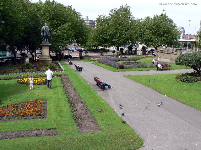 ................liverpool st_john's_garden.jpg