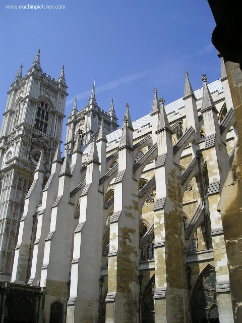 Westminster Abbey, view from the courtyard ( 480x640 )
