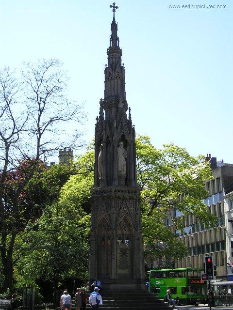 بريطانيا....................xford martyrs'_memorial.jpg
