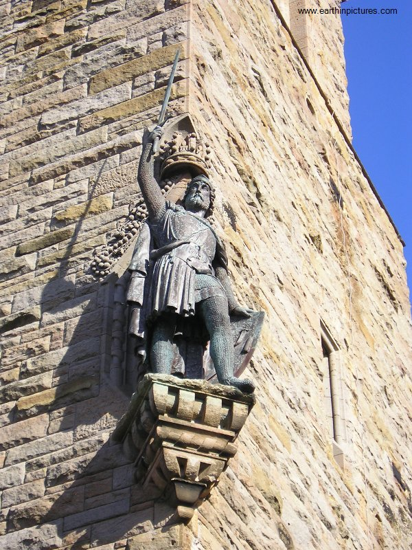 William Wallace Monument, detail of Wallace statue ( 600x800 )
