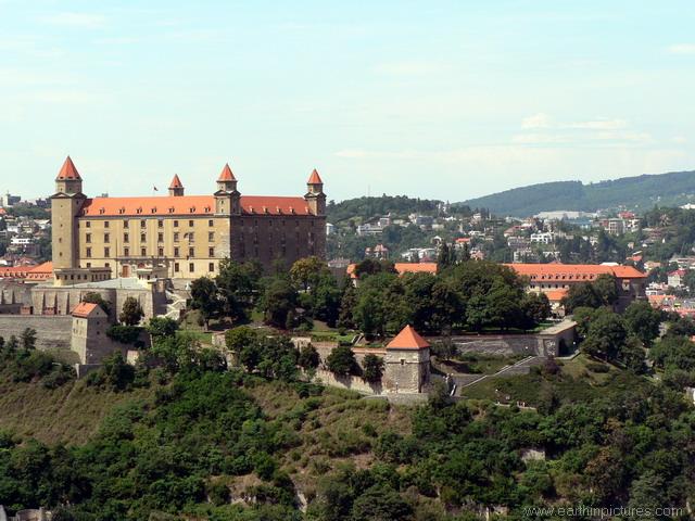 سلوفاكيا ........مدينه Bratislava bratislava_castle.jpg
