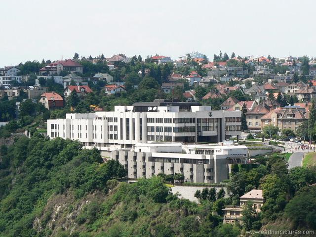 سلوفاكيا ........مدينه Bratislava building_of_slovak_parliament.jpg