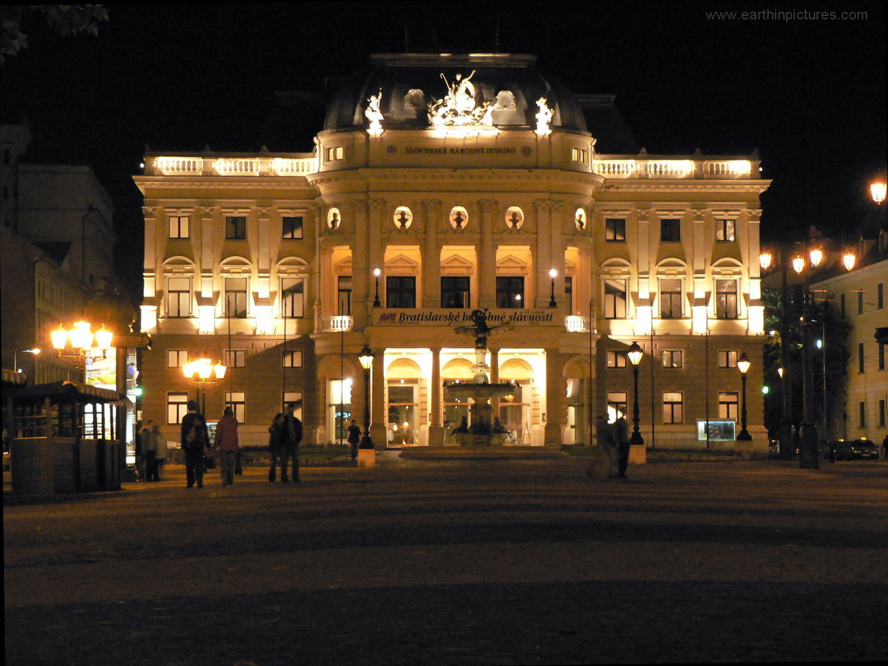 Slovak National Theatre at night ( 1280x960 )