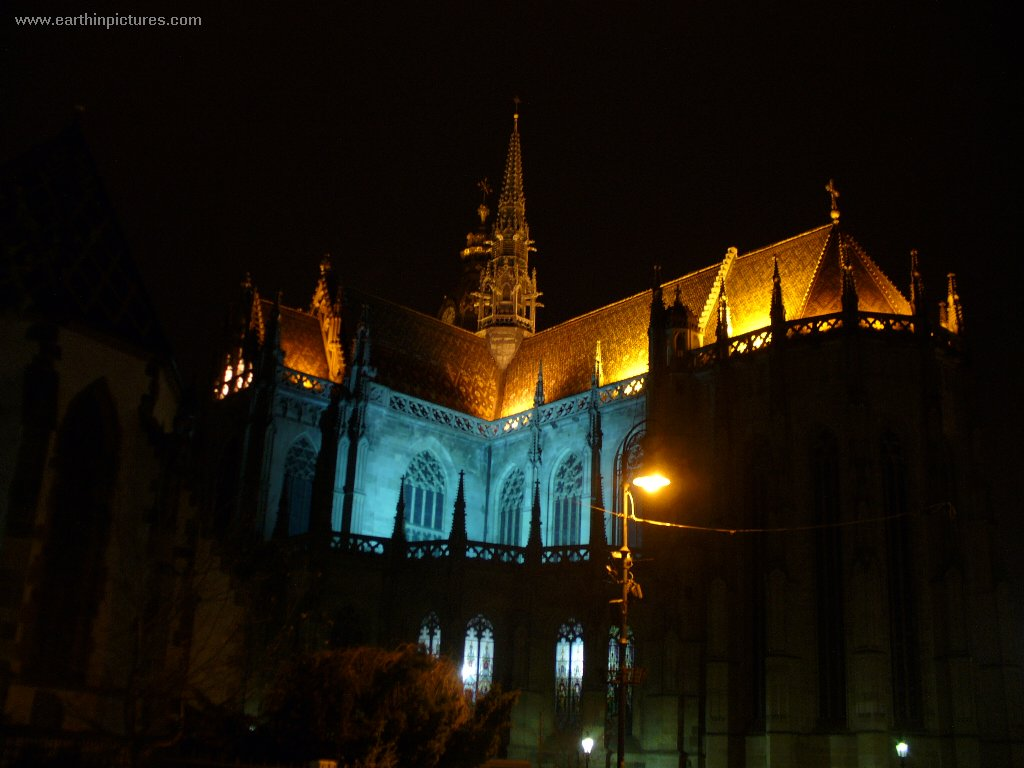 Saint Elizabeth's Cathedral at night ( 1024x768 )