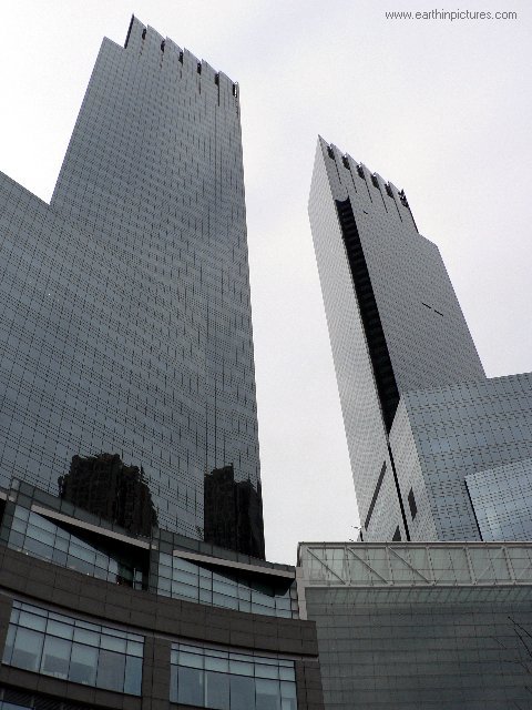 Time Warner Center - view from bottom ( 480x640 )